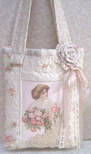 Romantica: renda de canto, flor, laço, tecido quiltado