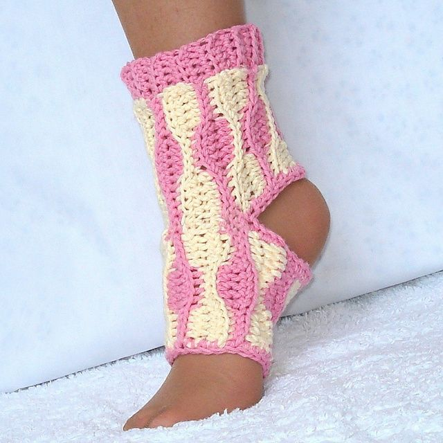 Yoga Socks Crochet Pattern - no no forget yoga, I think I need this for dance!