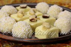 - молоко сгущенное – 100 гр; - стружка кокосовая – 40 гр. в конфеты + стружка для обсыпки конфет; - масло сливочное – 30 гр; - молоко сухое – 110 гр; - пудра сахарная – 30-40 гр; - сливки или молоко – 1 ч. л; - орехи кешью, фундук – для украшения конфет.