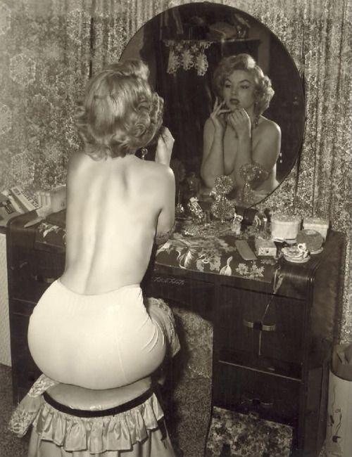 Marilyn Monroe in the boudoir.