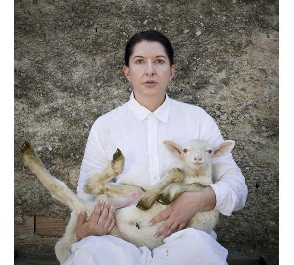 Marina Abramovic, Portrait with white lamb 2