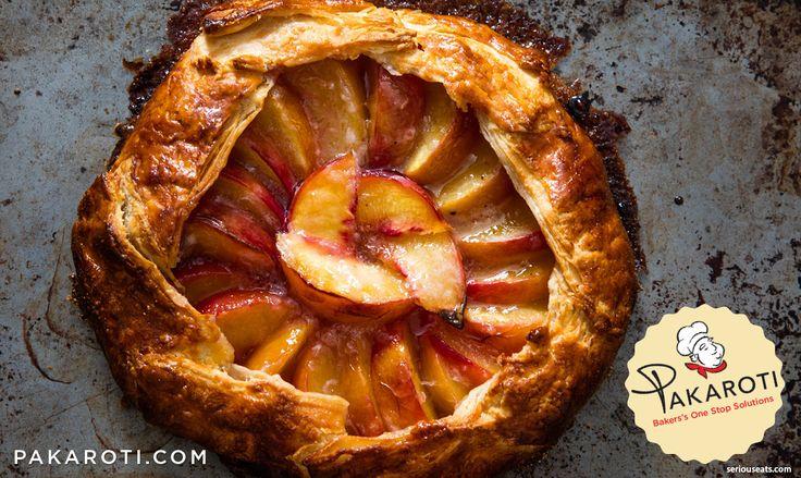 """Ketika sudah masak, buah persik tak bisa dipanggang terlalu lama, hal itu membuat buah ini paling cocok digunakan untuk resep """"pie terbuka"""" seperti galette. #Bakerspedia"""