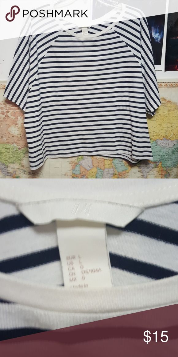 Oversized nautical crop top Pre worn, good condition, some piling on the bottom H&M Tops Crop Tops