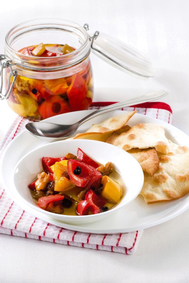 Conserva di peperoni con uvetta e noci