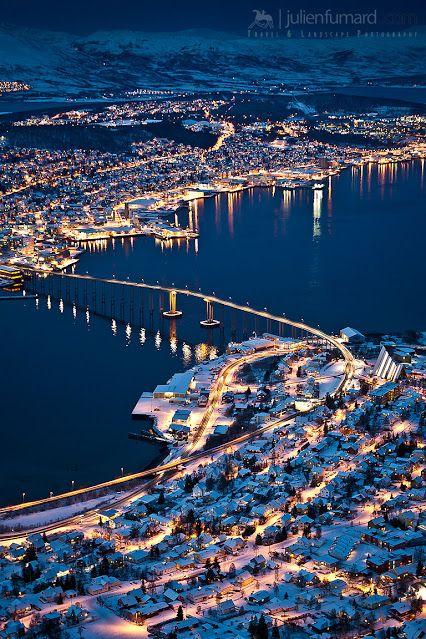 Tromsö in Noorwegen heeft niet alleen een prachtige brug om overheen te rijden tijdens je roadtrip. Het is ook een heel fotogeniek dorp.