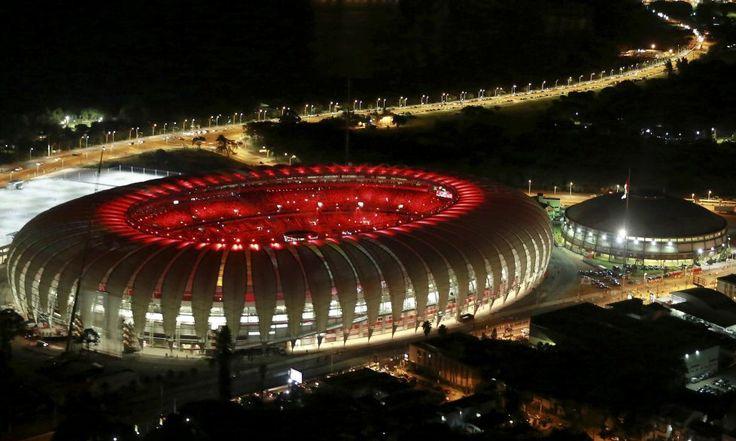 O vedere aeriană prezintă stadionul Beira Rio în timpul ceremoniei de deschidere din Porto Alegre.. Beira Rio va fi unul dintre stadioanele care va gazdui meciurile de fotbal de la Cupa Mondială din 2014