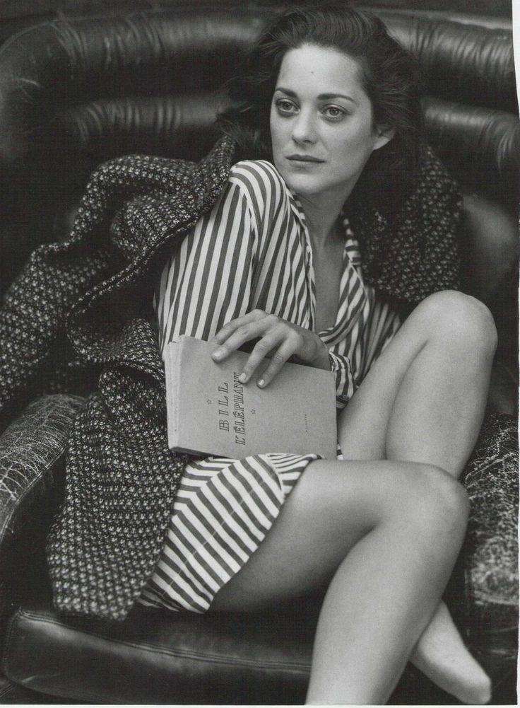 Marion Cotillard reads Bill L'éléphant. Vanity Fair Italy, September 2010. Photograph by Bruce Weber.