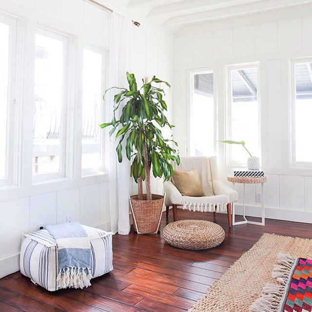 Our rule with white and jute: you can never have enough. #pileitup #beachvibesforever // Design by @caseydebois of #HomepolishNYC + photo by @tessaneustadt.