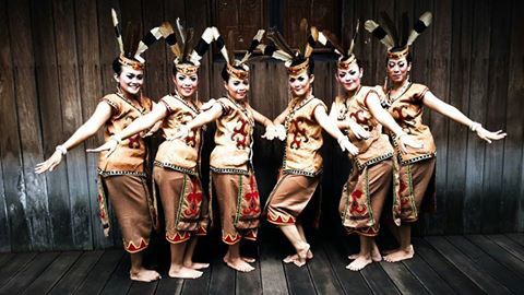 Mandau Bawi Dance - Central Borneo Province #Traditional #Dance #Indonesia