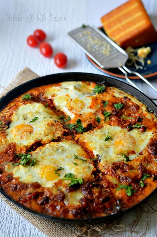 Shakshuka :: Baked Eggs in Tomato Sauce with Creamed Spinach and Kale :: Healthy one-pot meal – The Veggie Indian