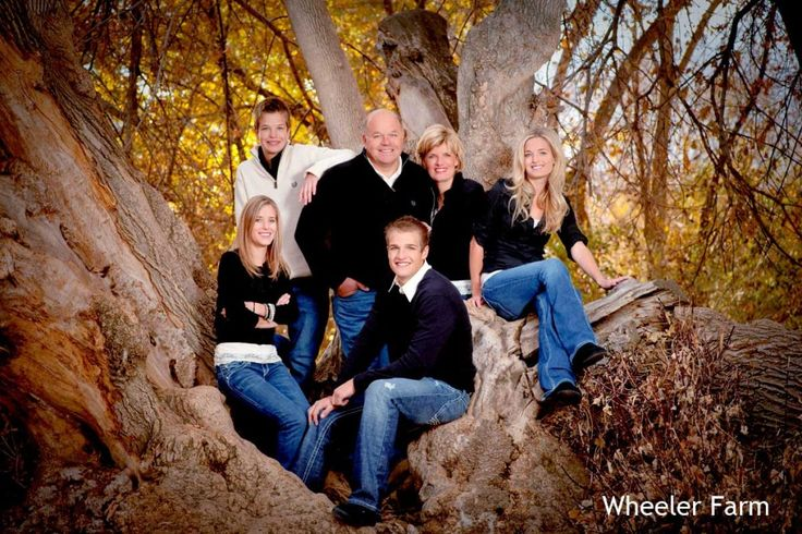 family portrait idea in a low tree all in blue jeans different tops