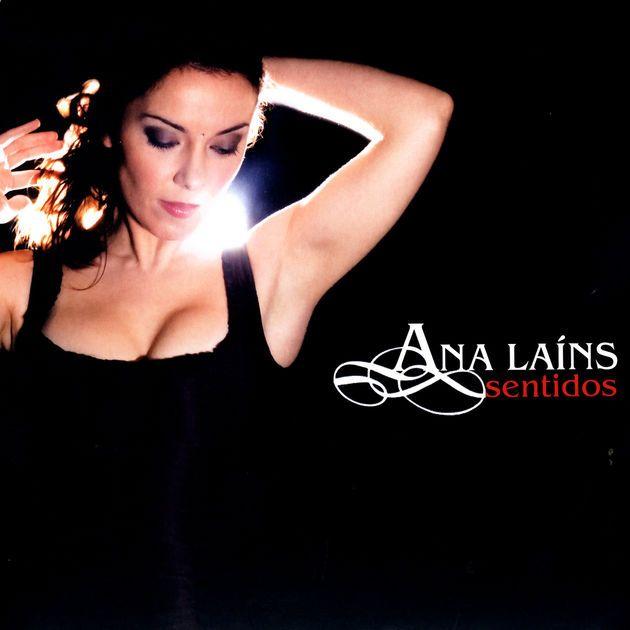 Sentidos (2006) by Ana Laíns on Apple Music ★★★★★ Portuguese Fado Singer ポルトガルの大衆歌謡・ファド。アコースティック系のギターサウンドにピアノやアコーディオン、ストリングスを加えた美音と美しい歌唱が楽しめるこのアルバムは、時代を超えて長く愛聴できる普遍性の高い名品。ブラジルのショーロとアルゼンチン・タンゴの要素を組合せたような'' ''Eu''(Apple Music/iTunes版では''Vou trair a solidão''にあたる曲)、うっとりするほどの美バラード''Negra cor''(同''Pêra madura'') を視聴して気に入った人がいたら、他の収録曲・他作品も合わせてぜひ。※Apple Music/iTunes版は曲(音源)とタイトルの組合せが間違っているため正しい情報は下記サイトで確認を。https://m.exlibris.ch/de/musik/cd/ana-lains/sentidos/id/5605064500180