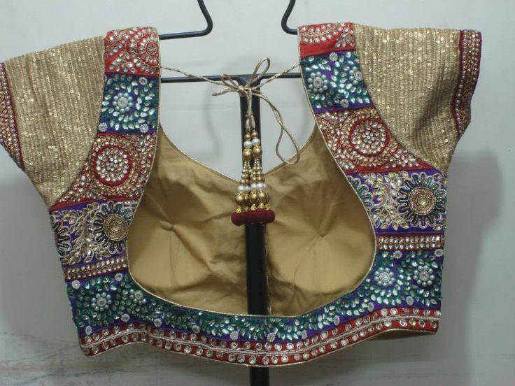 34da8925577a847913dba74e303a42ba.jpg (736×552) https://www.harinisilks.com/saree-blouse-01.html#