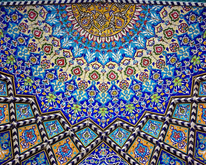 iran1: Isfahan / Esfahan / Ispahan / Isphahan / IFN - Iran: Imam / Shah Mosque - decorative tiles inside a half dome - floral design - tiles - photo by N.Mahmudova - (c) Travel-Images.com - Stock Photography agency - Image Bank