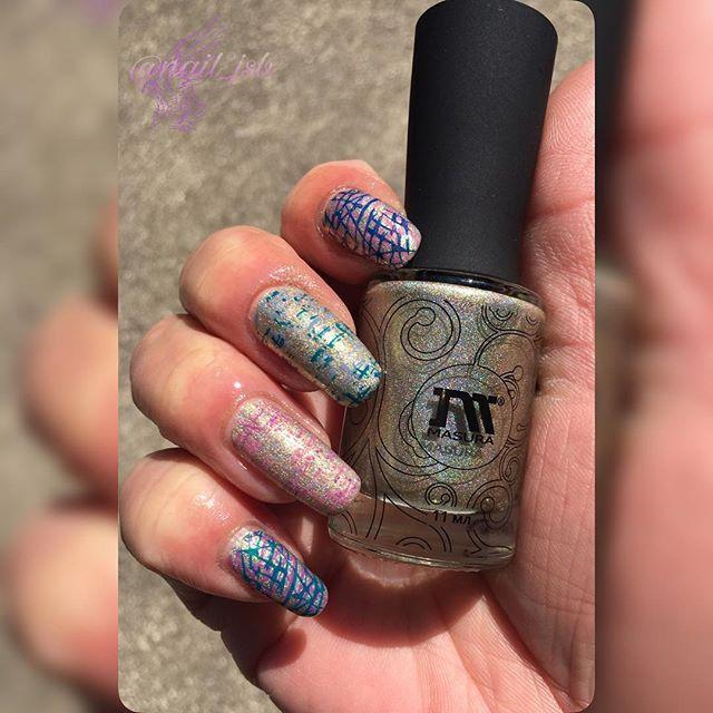 2017/04/11(火)☔No1122 昨晩からの強風🍃と☔で今朝は寒い〜😱 今日のネイルです💅🏻 @masura.ru 色味的にはシャンパンゴールドっぽい綺麗な色✨またまたニヤニヤ🤤 カラフルなダブルスタンピングで✨ 💅🏻polish #masura VanillaCloud . 💅🏻plate #uberchic TEXTUR-LICIOUS . 💅🏻stamping polish #colouralike . 💅🏻stamper #konad ・‥…━━━☞・‥…━━━☞ #nails#nailart#polish#manicure#mani#stamping#stampingnail#stampingnailart#self#selfnail#ネイル#ネイルアート#ポリッシュ#マニキュア#スタンピング#スタンピングネイル#スタンピングネイルアート#セルフ#セルフネイル#ポリッシュ派#nail_jsb ・‥…━━━☞・‥…━━━☞