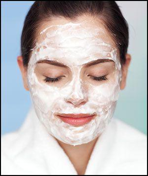 Préparez votre masque visage gras maison ! Nos conseils pour lutter contre la peau grasse et l'excès de sébum avec un masque visage spéciale peau grasse.