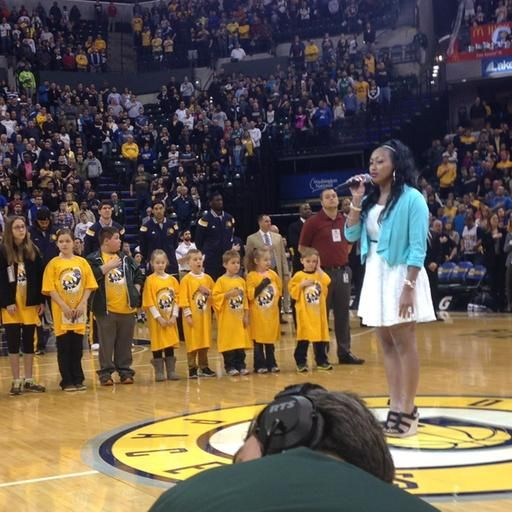 Track & Field royalty shines on a different stage: http://www.usatf.org/News/Track---Field-royalty-shines-on-a-different-stage.aspx… cc: @MaryJoynerMusic @Pacers #FloJos
