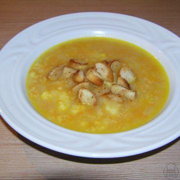 Polévka z droždí - Zdravá, chutná polévka vařená z droždí se strouhanou kořenovou zeleninou, podávaná s křupavými kousky osmaženého rohlíku