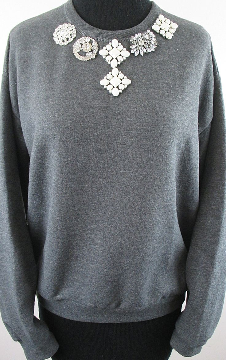 Brooch laden sweatshirt- charcoal