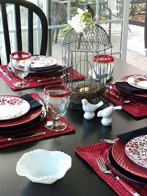 My little cottage in the making: RED AND BLACK TABLESCAPE