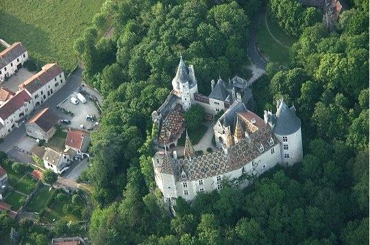 le château de la Rochepot se situe près de beaune, en Côte-d'or, Borgogne