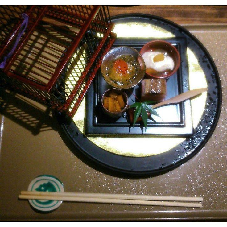 #искусство #кайсеки - высокая #кухня #япония. #кулинария #блюдо #дизайн #изыск #гурман #ресторан #еда #пища #солдатнеумретголодным #japan #kaiseki #restaurant #gourmet #food #meal #travel #culture #experience  #неизведанныймир @wildrussia by wildvolik