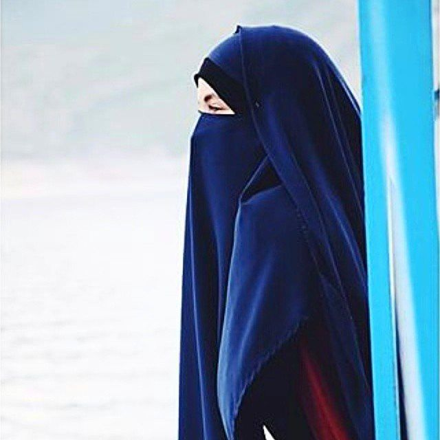 Love the royal blue in this niqab and khimar set