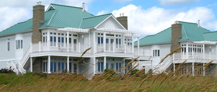 Our manor-syle guest houses overlook the Northumberland Strait.