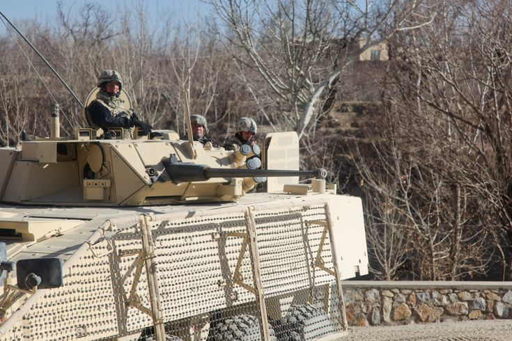 아프가니스탄 가즈니에서 작전중인 폴란드 지상군 Rosomak M1 - 유용원의 군사세계