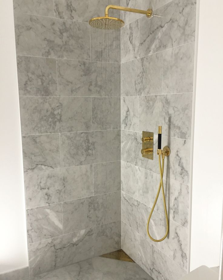 Nya badrummet i Carrara marmor och Tapwell