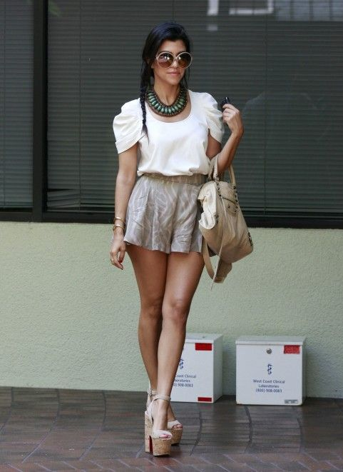 looking sexy as always!: Celebrity Style, Kourtney Kardashian, Fashion Style, Cute Outfits, Kourtneykardashian, Style Icons, Outfits Summer, High Waist Shorts, High Shorts
