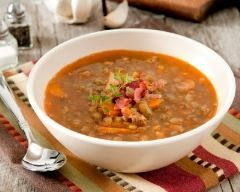 Potage aux lentilles, bacon et thym (facile, rapide) - Une recette CuisineAZ