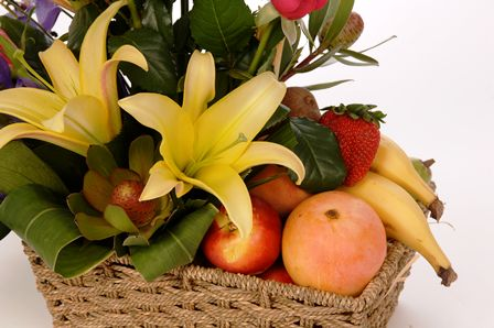 Bloomin Boxes :: Fruit and Flower Basket