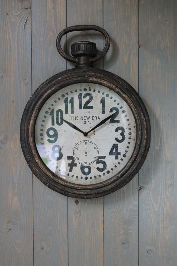 Mooie klok in brocante stijl, verkrijgbaar bij Aviale.nl