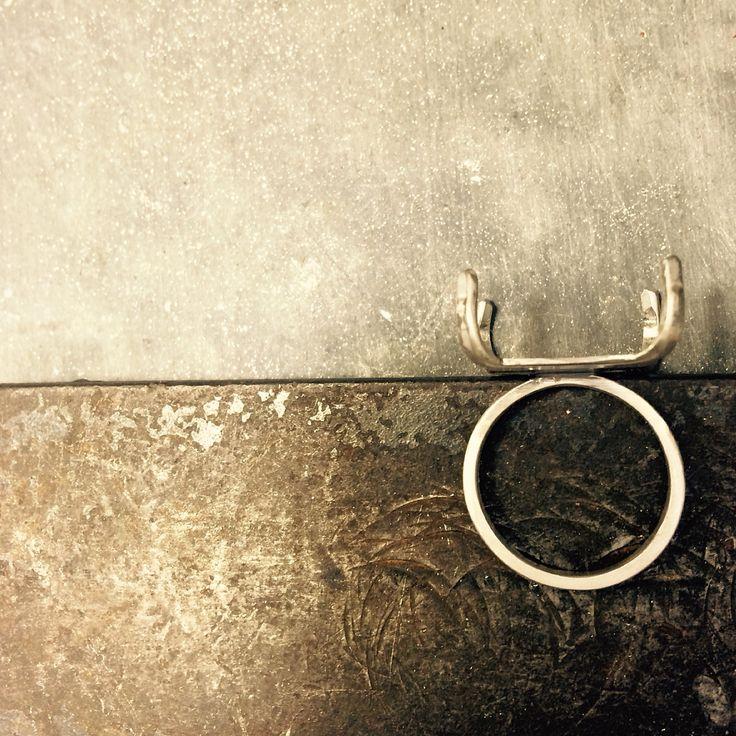 Estructura de plata para anillo.