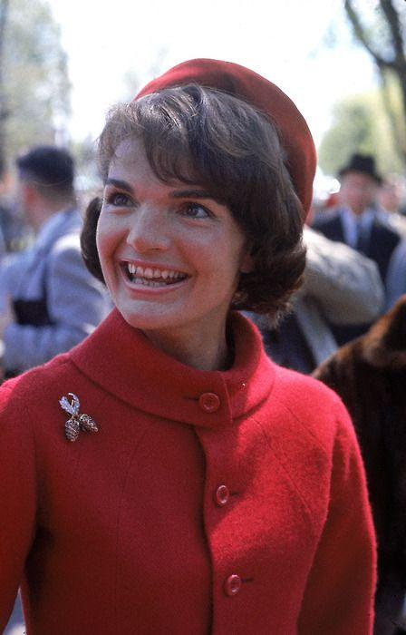Jackie Kennedy made the pillbox hat an international fashion trend. www.pinkpillbox.com.