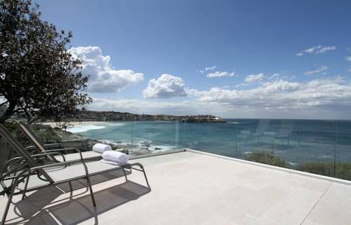 Boasting a large marble terrace with ocean views, Tamarama Cliffs #hotel is just a 6-minute walk from Bondi Beach. #find the best hotel #deals in #Australia!