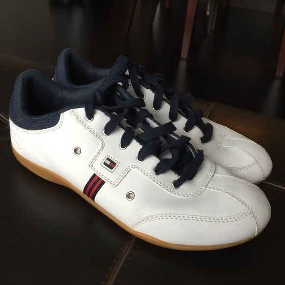 Tommy Hilfiger Sneakers Women's white Tommy Hilfiger sneakers. Good condition, barely worn. Tommy Hilfiger Shoes Sneakers