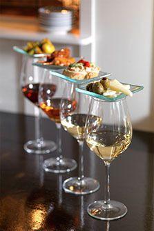 """Wij proberen met een nieuwe thema het imago van Sherry te actualiseren. Er is gekozen voor een duidelijke B-2-B en B-2-C strategie, waarbij online branding en social engagement een grote rol spelen. Ook wordt er flink ingezet op PR met wijn-spijs workshops en proeverijen voor wijndocenten, horeca en consumenten. """"Het is geworteld in een rijke geschiedenis en staat op het punt (her)ontdekt te worden door foodies en trendsetters"""", volgens Yuri Pieplenbosch, directeur van Alterego."""