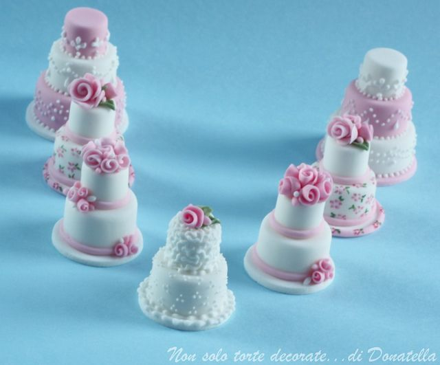 Mini wedding cake (Polymer Clay - Fimo - Cernit) https://www.facebook.com/MondoDiSisina https://www.etsy.com/it/shop/MondoSisina