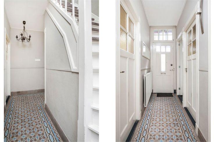 Jaren30woningen.nl | Ipv terrazzo zijn hier portugese tegels gebruikt in de hal van een jaren 30 woning