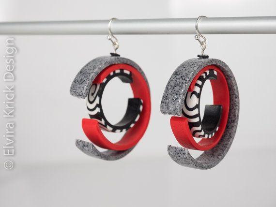Round earrings, Dangle rotating earrings, Black and White earrings, Handmade polymer clay earrings, fimo jewelry, unique Dutch Design