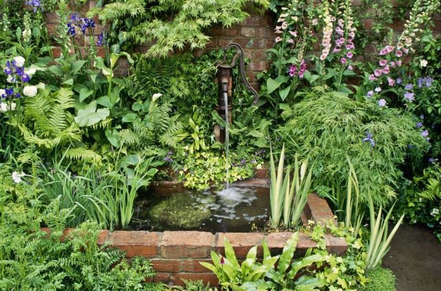 10 things you need to know about water features  - housebeautiful.co.uk