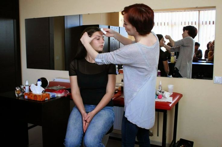 Raluca Mihulet. Makeup Artist: Top Demachiante pentru ochi