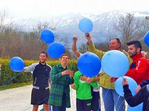 Abruzzo: #''MANO NELLA #MANO'': PALLONCINI BLU E PROGETTI A L'AQUILA PER LA GIORNATA MONDIA... (link: http://ift.tt/2oEaaYx )