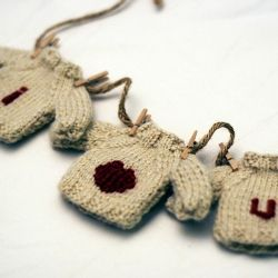 KNIT these I HEART U mini-sweaters with a *free* pattern. Via Kate Preston Handknits.