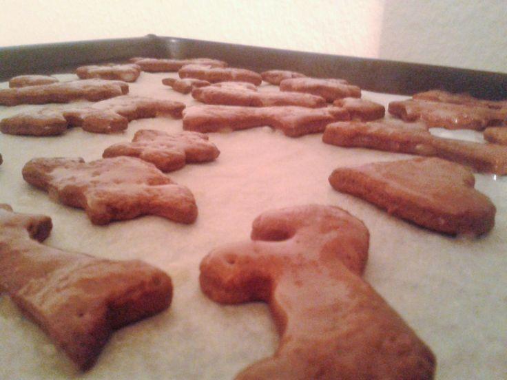 Schokoladenplätzchen mit Zitronen- Puderzuckerguss.  Einfach und lecker.