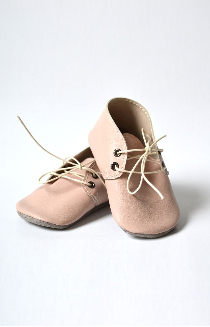 Handmade soft sole leather baby shoes / Baby girl oxford shoes / Powder pink baby girl shoes by MiniMo
