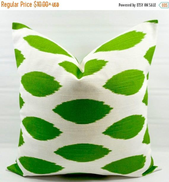 SALE Green Pillow cover. Kelly Green Chipper  Print Pillow cover. Country Style Pillow Case. 1 piece. Cotton. Select your size