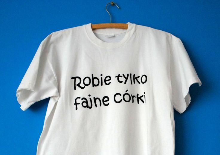 Z okazji dnia ojca nasz tata otrzymał w prezencie taką oto koszulkę;) Do jej wykonania wystarczył nam szablon wycięty na maszynce silhouette i odrobina farb do tkanin (które znajdziecie tu:http://wycinarnia.pl/product-category/farby/).